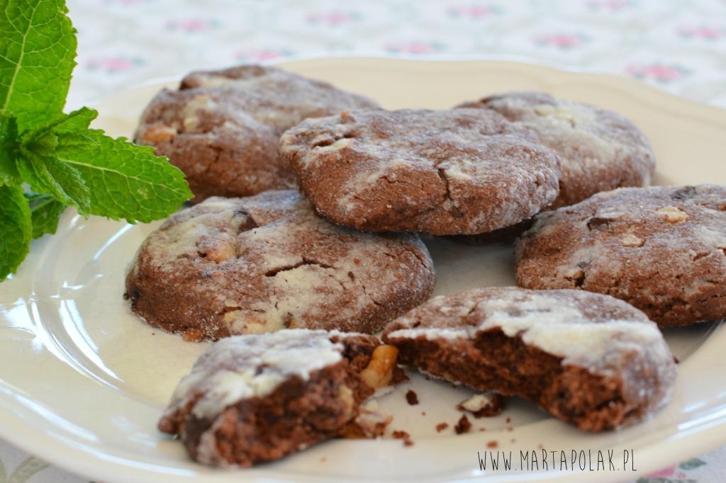 Ciasetczka z gorzką czekoladą i orzechami włoskimi