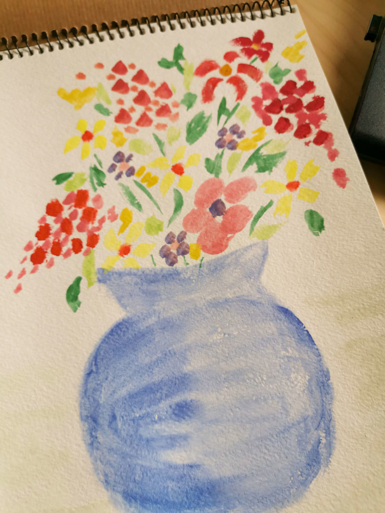 bukiet kwiatów w niebieskim wazonie namalowany akwarelą