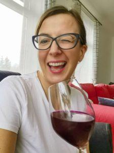 Zakwas z buraków w kieliszku do wina